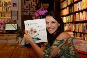 """Ana Luiza Badaró Braga é a autora do livro """"O rei que amava música"""". Foto: Divulgação"""