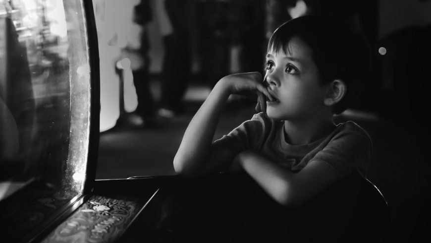 A gagueira costuma aparecer na infância